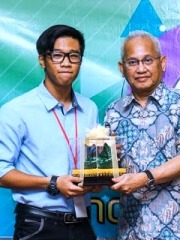 Mohammad Fiqri Wilter Mister Innovation World 2018 award winner Innompic Games UniKL Vice-President Dato Azaman