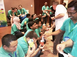 1st Innompic Games: Judges distribute WOW cards